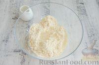 Фото приготовления рецепта: Открытый пирог с сыром и варёными яйцами - шаг №4