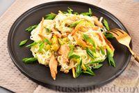 Фото к рецепту: Фунчоза с кабачком и курицей в соевом соусе