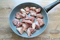 Фото приготовления рецепта: Молодая капуста, тушенная со свининой - шаг №2