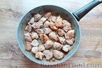 Фото приготовления рецепта: Молодая капуста, тушенная со свининой - шаг №3