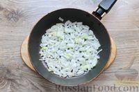 Фото приготовления рецепта: Молодая капуста, тушенная со свининой - шаг №5