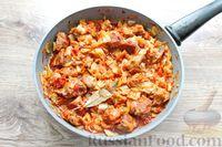 Фото приготовления рецепта: Молодая капуста, тушенная со свининой - шаг №15