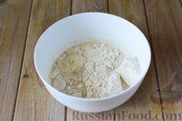 Фото приготовления рецепта: Дрожжевые рогалики с повидлом - шаг №3