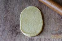 Фото приготовления рецепта: Дрожжевые рогалики с повидлом - шаг №13
