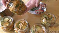 Фото приготовления рецепта: Маринованные огурцы с луком в томатном соусе (на зиму) - шаг №5