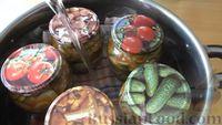 Фото приготовления рецепта: Маринованные огурцы с луком в томатном соусе (на зиму) - шаг №6