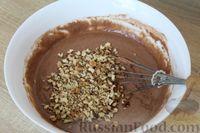 Фото приготовления рецепта: Шоколадный манник с орехами (в мультиварке) - шаг №7