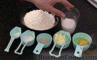 Фото приготовления рецепта: Плетёнка с орехами и варёной сгущёнкой - шаг №1
