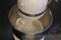 Фото приготовления рецепта: Плетёнка с орехами и варёной сгущёнкой - шаг №2