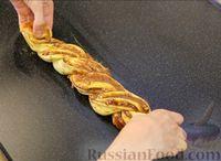 Фото приготовления рецепта: Плетёнка с орехами и варёной сгущёнкой - шаг №13