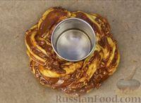 Фото приготовления рецепта: Плетёнка с орехами и варёной сгущёнкой - шаг №14