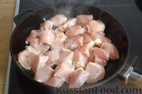 Фото приготовления рецепта: Рагу с курицей, баклажанами, картошкой и болгарским перцем - шаг №5