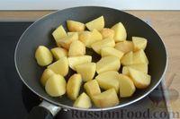 Фото приготовления рецепта: Рагу с курицей, баклажанами, картошкой и болгарским перцем - шаг №8