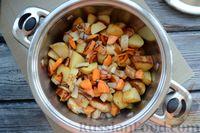 Фото приготовления рецепта: Рагу с курицей, баклажанами, картошкой и болгарским перцем - шаг №12