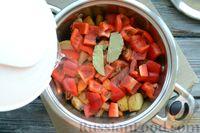 Фото приготовления рецепта: Рагу с курицей, баклажанами, картошкой и болгарским перцем - шаг №13