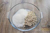 Фото приготовления рецепта: Песочное печенье с вишней, овсяными хлопьями, миндалём и шоколадом - шаг №3