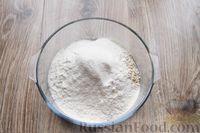 Фото приготовления рецепта: Песочное печенье с вишней, овсяными хлопьями, миндалём и шоколадом - шаг №4