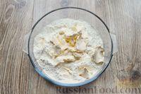 Фото приготовления рецепта: Песочное печенье с вишней, овсяными хлопьями, миндалём и шоколадом - шаг №6