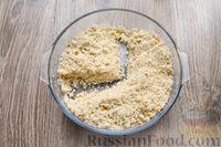 Фото приготовления рецепта: Песочное печенье с вишней, овсяными хлопьями, миндалём и шоколадом - шаг №8