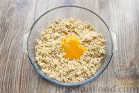 Фото приготовления рецепта: Песочное печенье с вишней, овсяными хлопьями, миндалём и шоколадом - шаг №9