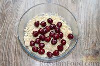 Фото приготовления рецепта: Песочное печенье с вишней, овсяными хлопьями, миндалём и шоколадом - шаг №12