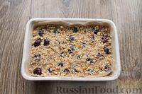Фото приготовления рецепта: Песочное печенье с вишней, овсяными хлопьями, миндалём и шоколадом - шаг №15