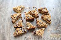 Фото приготовления рецепта: Песочное печенье с вишней, овсяными хлопьями, миндалём и шоколадом - шаг №17