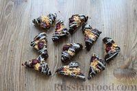 Фото приготовления рецепта: Песочное печенье с вишней, овсяными хлопьями, миндалём и шоколадом - шаг №20
