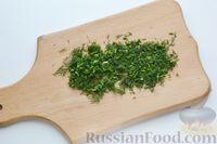 Фото приготовления рецепта: Минтай, запечённый с кабачками, под сырно-сметанным соусом - шаг №4