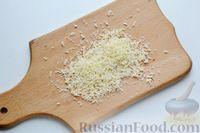Фото приготовления рецепта: Минтай, запечённый с кабачками, под сырно-сметанным соусом - шаг №5