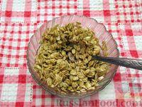 Фото приготовления рецепта: Мясные котлеты с овсяными хлопьями и соевым соусом - шаг №2