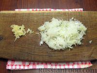 Фото приготовления рецепта: Мясные котлеты с овсяными хлопьями и соевым соусом - шаг №3