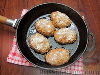 Фото приготовления рецепта: Мясные котлеты с овсяными хлопьями и соевым соусом - шаг №7