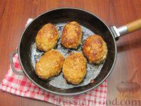 Фото приготовления рецепта: Мясные котлеты с овсяными хлопьями и соевым соусом - шаг №8