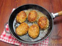 Фото приготовления рецепта: Мясные котлеты с овсяными хлопьями и соевым соусом - шаг №9
