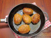 Фото приготовления рецепта: Мясные котлеты с овсяными хлопьями и соевым соусом - шаг №10