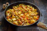 Фото приготовления рецепта: Овощное рагу с курицей, картофелем, кабачками и стручковой фасолью - шаг №10