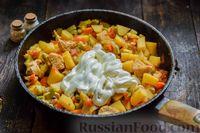 Фото приготовления рецепта: Овощное рагу с курицей, картофелем, кабачками и стручковой фасолью - шаг №11