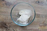 Фото приготовления рецепта: Быстрая творожная запеканка с изюмом (в микроволновке) - шаг №4