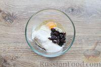Фото приготовления рецепта: Быстрая творожная запеканка с изюмом (в микроволновке) - шаг №5