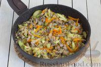 Фото приготовления рецепта: Кускус с кабачками, стручковой фасолью и вешенками - шаг №7