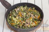 Фото приготовления рецепта: Кускус с кабачками, стручковой фасолью и вешенками - шаг №10