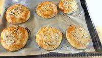 Фото приготовления рецепта: Лепёшки из дрожжевого теста, в духовке - шаг №9