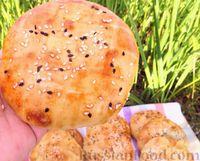 Фото приготовления рецепта: Лепёшки из дрожжевого теста, в духовке - шаг №11