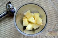 Фото приготовления рецепта: Кефирный смузи с дыней и мёдом - шаг №3