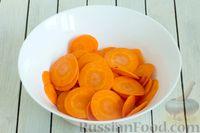 Фото приготовления рецепта: Морковные чипсы с пряностями (в духовке) - шаг №2