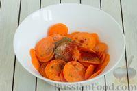 Фото приготовления рецепта: Морковные чипсы с пряностями (в духовке) - шаг №3