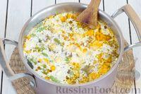 Фото приготовления рецепта: Овощной суп с цветной капустой, стручковой фасолью и адыгейским сыром - шаг №9