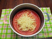 Фото приготовления рецепта: Томатный суп с вермишелью и зелёным луком - шаг №12