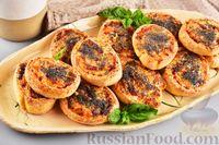 Фото приготовления рецепта: Песочные творожные рулетики-улитки с ветчиной и сыром - шаг №17